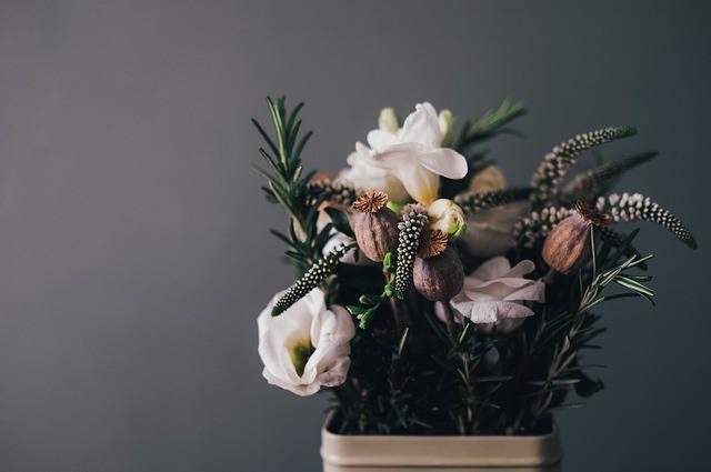 5 consejos para decorar con flores oscuras