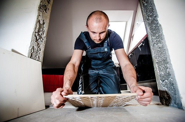Cómo quitar y reemplazar un azulejo roto