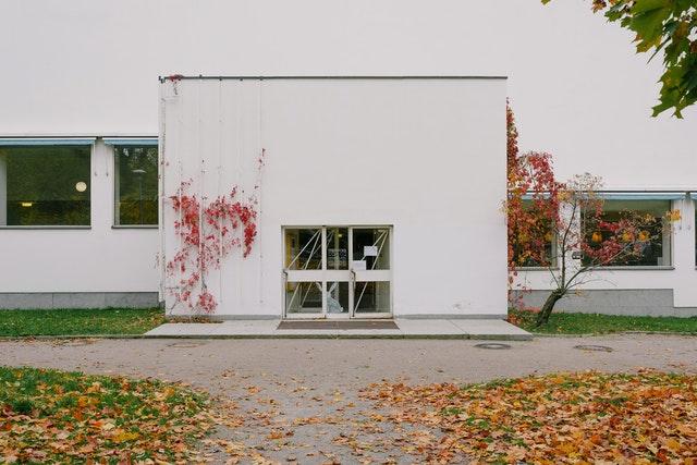 Tips para fachadas de casas modernas blancas