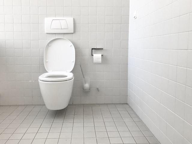 Cuánto espacio para un inodoro