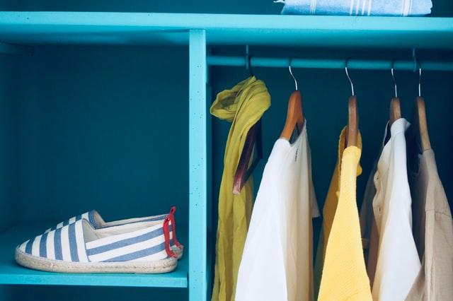 Organización de armario pequeño