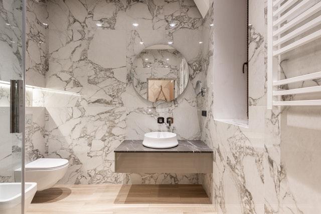 El efecto mármol en los baños