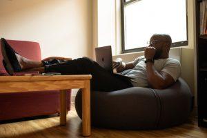 Rincón de estudio en tu sala
